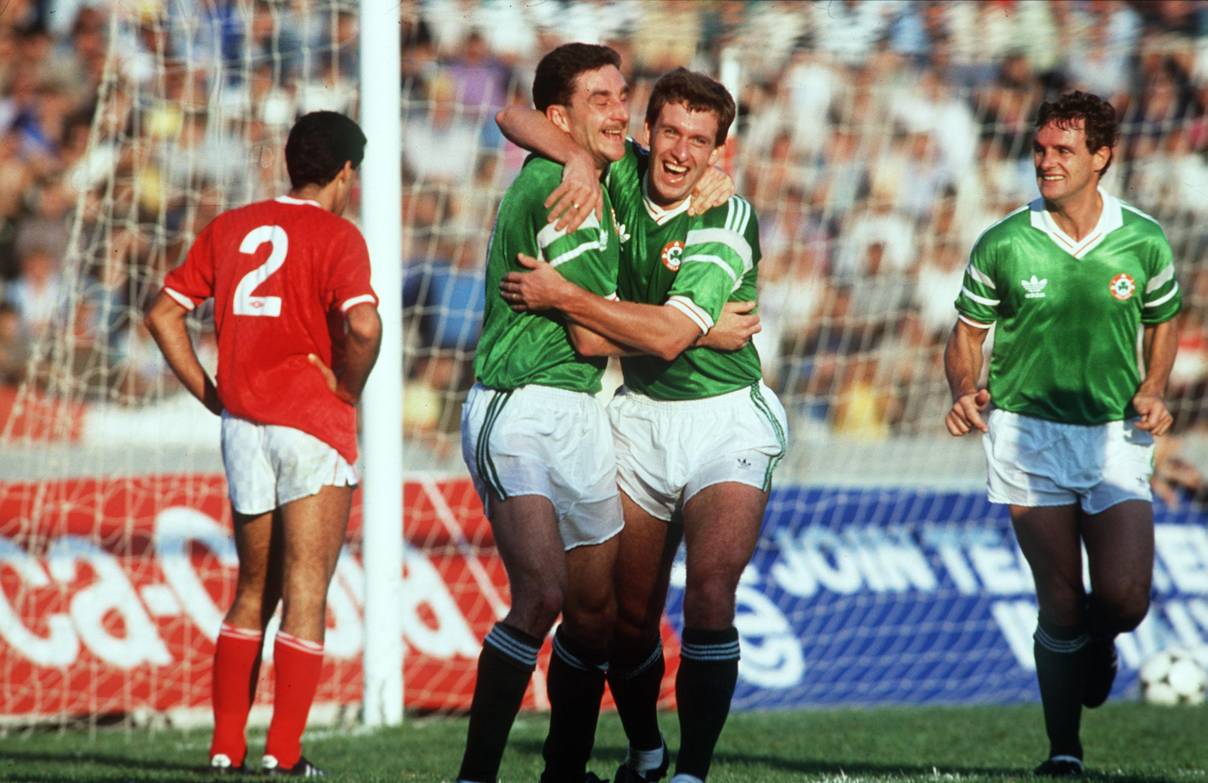 Malta vs Republic of Ireland  15/11/1989 John Aldridge and Kevin Sheedy celebrate goal ©INPHO/Billy Stickland
