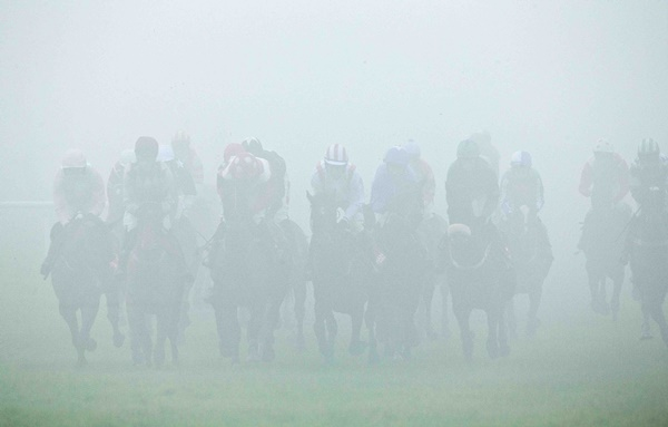 A general view of the field in thick fog during the race 22/1/2015