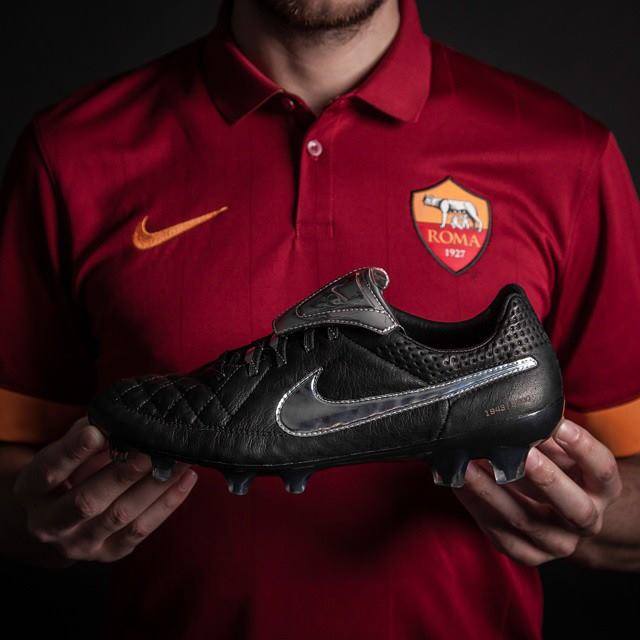 cheap for discount f8b06 8b6ea Pic: Francesco Totti's new football boots are as classy as ...