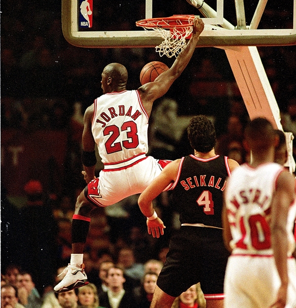 21 Dec 1992:  Michael Jordan #23 of the Chicago Bulls dunks the ball during the game against the Miami Heat .   Mandatory Credit: Jonathan Daniel  /Allsport