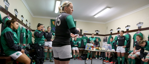 Niamh Briggs talks to her team 13/2/2015
