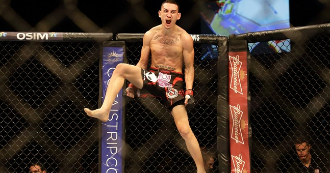 Holloway takes interim featherweight title at UFC 206