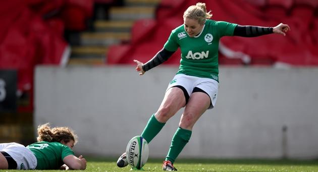 Niamh Briggs kicks 22/3/2015