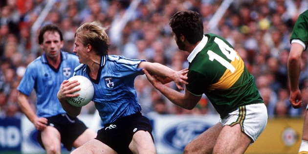 "Ray Hazel under pressure from Eoin ""Bomber"" Liston 22/9/1985"