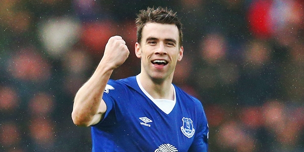 STOKE ON TRENT, ENGLAND - FEBRUARY 06: Seamus Coleman of Everton celebrates scoring his team's second goal during the Barclays Premier League match between Stoke City and Everton at Britannia Stadium on February 6, 2016 in Stoke on Trentl, England. (Photo by Clive Mason/Getty Images)