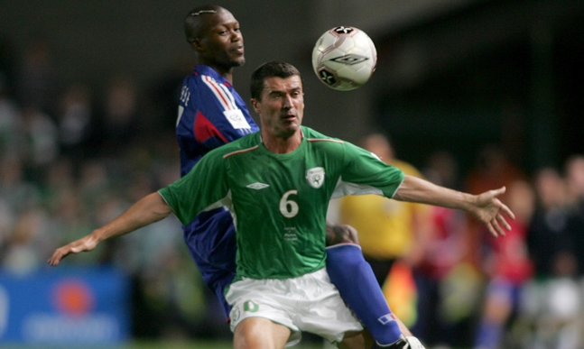 Roy Keane wins the ball over Djibril Cisse 7/9/2005