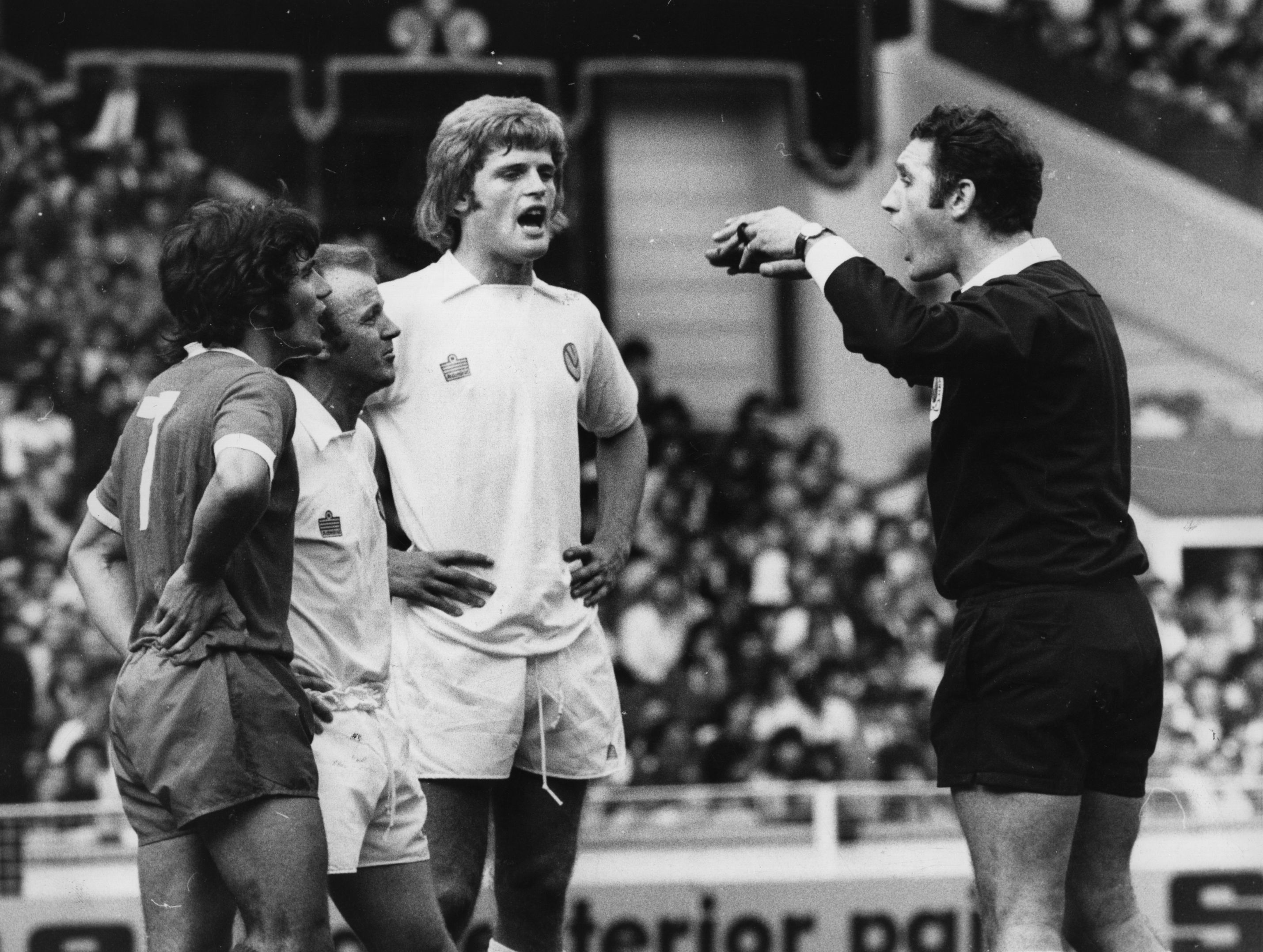 10th August 1974: Gordon McQueen (centre) of Leeds United FC watches as referee R Matthenson sends off Kevin Keegan from Liverpool FC and Billy Bremner (1942 -1997) of Leeds United FC for trading punches during a testy Charity Shield match at Wembley. (Photo by Evening Standard/Getty Images)