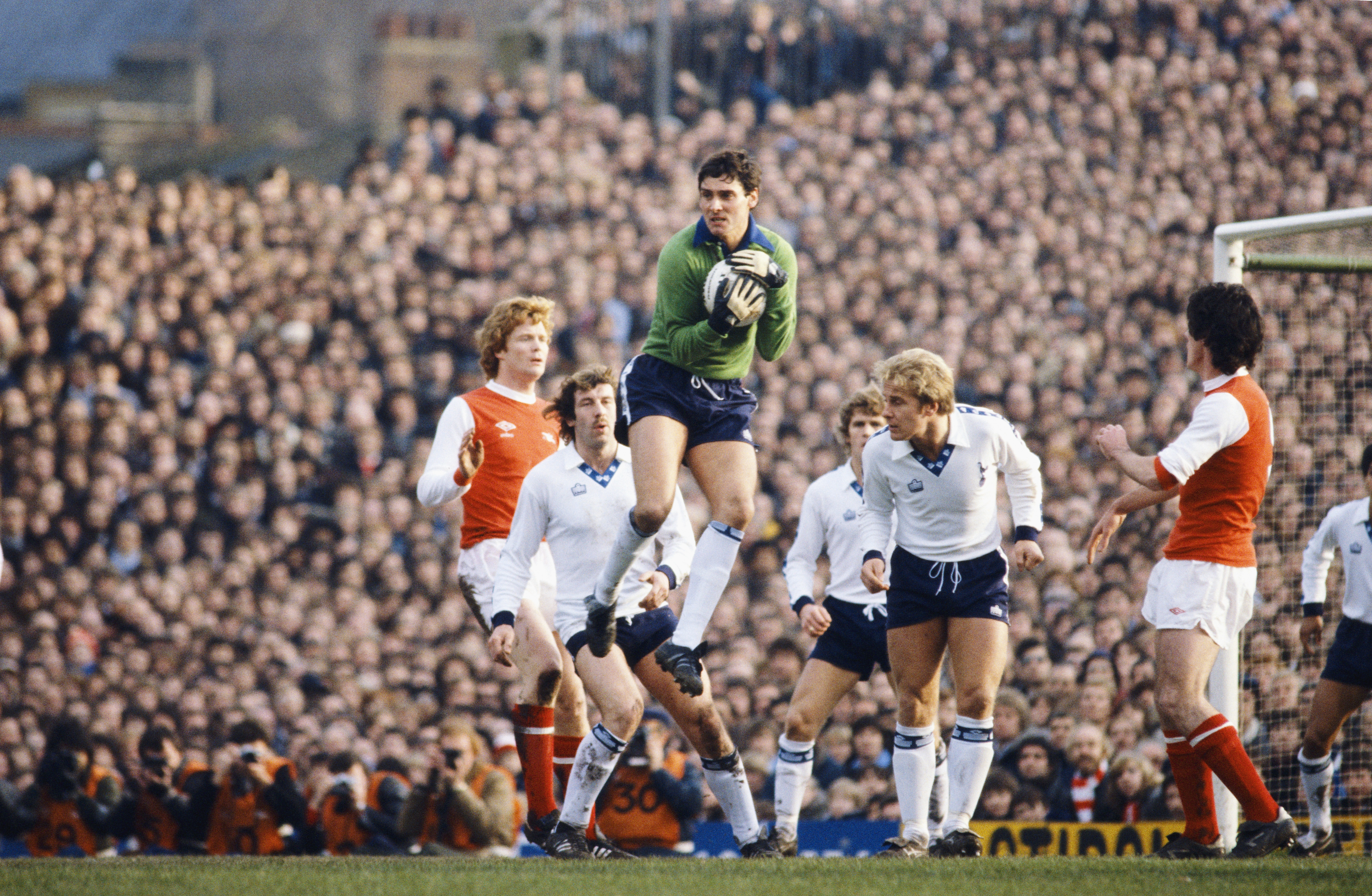 LONDON, UNITED KINGDOM - DECEMBER 26: Spurs goalkeeper Milija Aleksic claims a cross watched by Arsenal players Willie Young (l) and Frank Stapleton (r) alongside Spurs players Gerry Armstrong (2nd left) and Don McAllister (2nd right) during a First Division match between Arsenal and Tottenham Hotspur at Highbury on December 26, 1979 in London, England. (Photo by Duncan Raban/Allsport/Getty Images)
