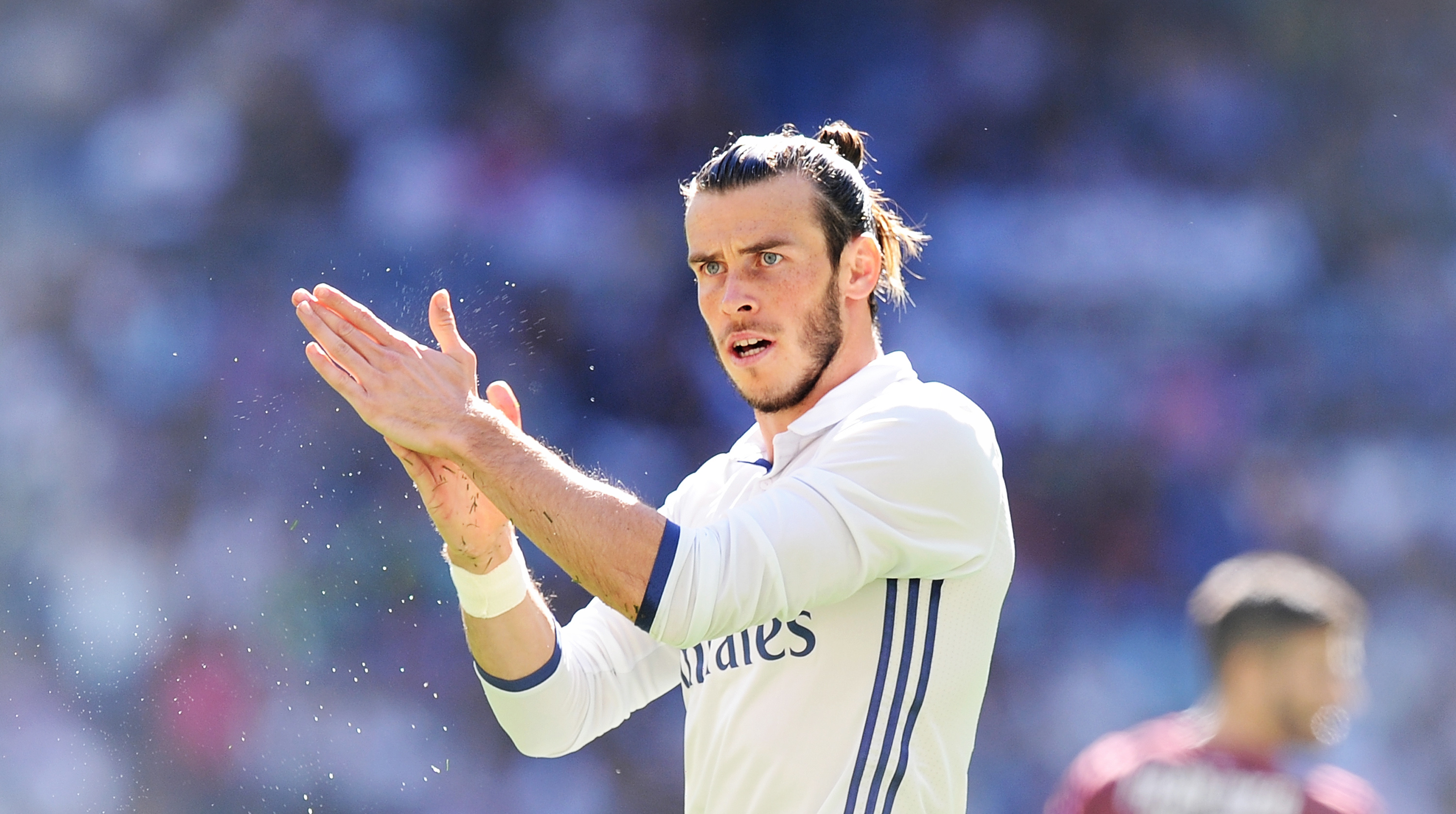 Bale 'happy' at Madrid amid Man United links