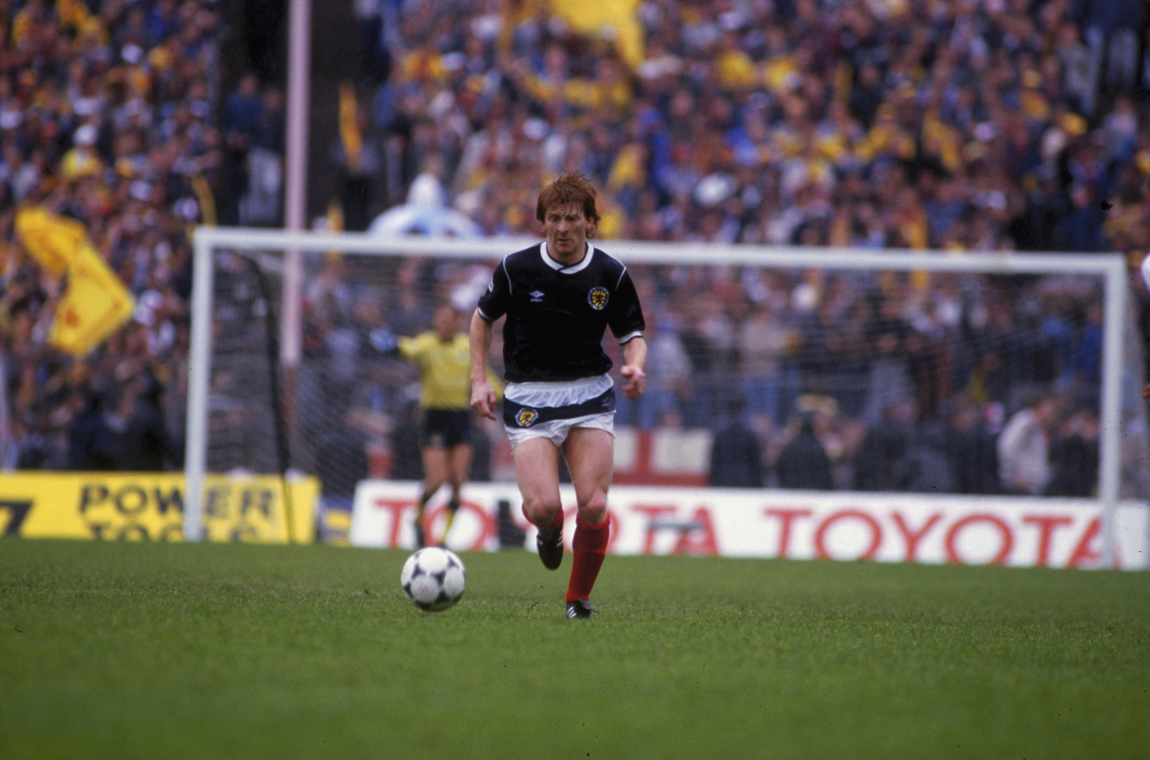GLASGOW - MAY 25: Gordon Strachan of Scotland runs with the ball during the Rous Cup match between Scotland and England held on May 25, 1985 at Hampden Park, in Glasgow, Scotland. Scotland won the match 1-0. (Photo by Michael King/Getty Images)