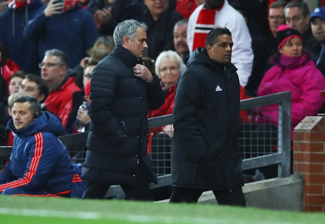 Mourinho sent to stands for kicking bottle