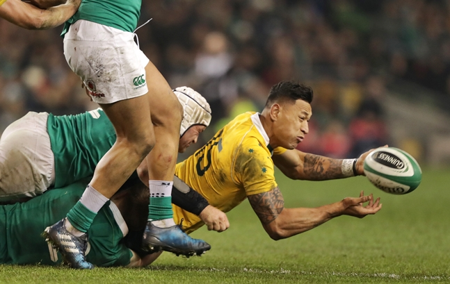 Israel Foalau is tackled by Rory Best and Garry Ringrose 26/11/2016