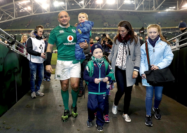 Rory Best celebrates with his family after the game 26/11/2016