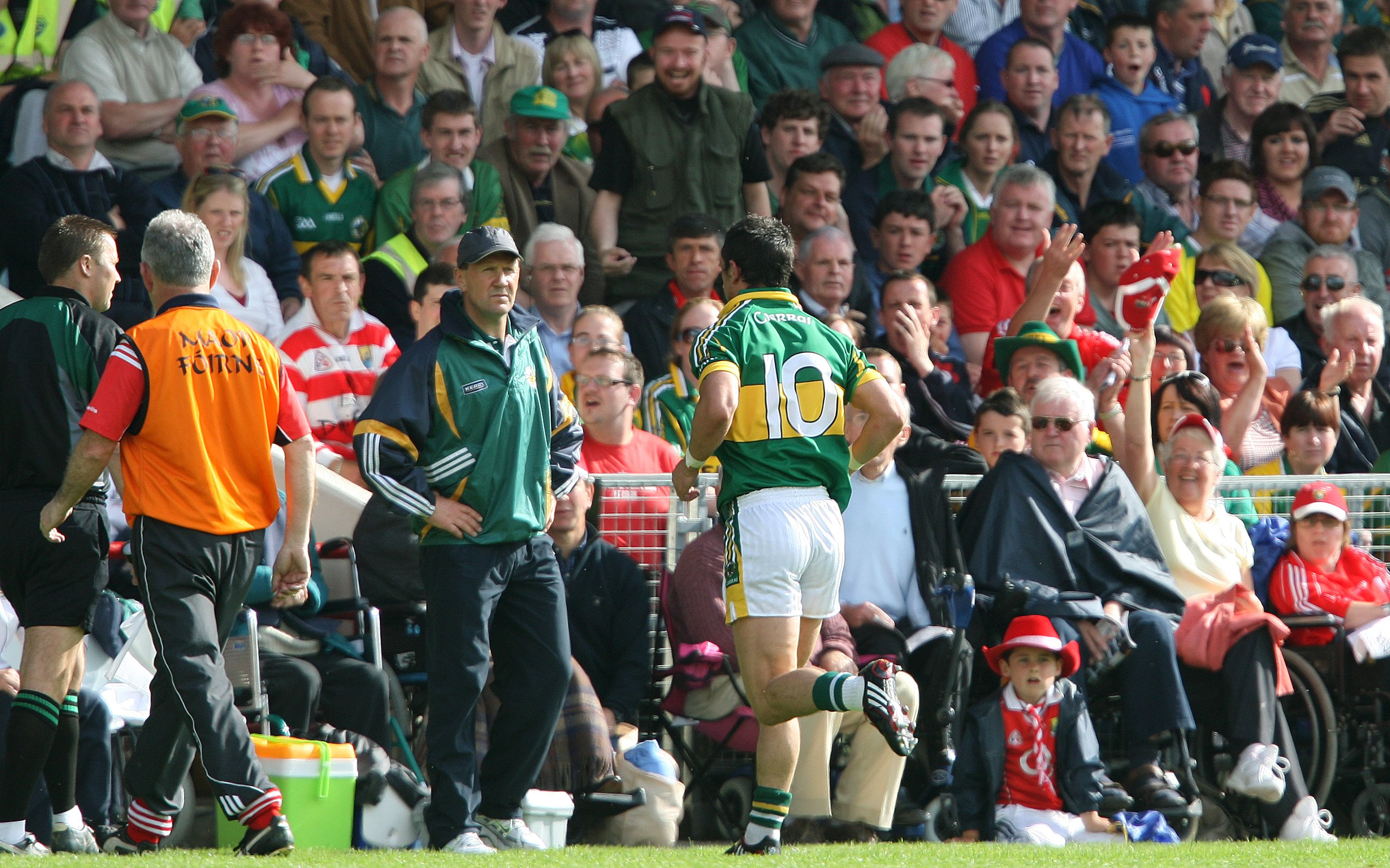 Munster GAA Football Senior Championship Semi-Final Replay 13/6/2009 Cork vs Kerry Kerry's Paul Galvin is sent off by referee Pat McEneaney Mandatory Credit ©INPHO/Lorraine O'Sullivan
