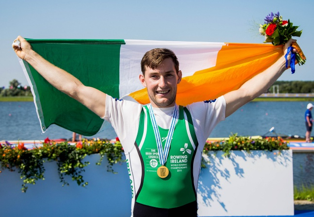 Paul O'Donovan celebrates winning gold 27/8/2016