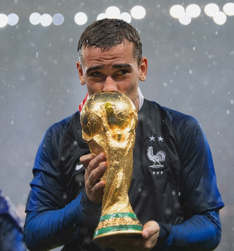 the best attitude a603a f47b7 Antoine Griezmann did a quick World Cup jersey change that ...