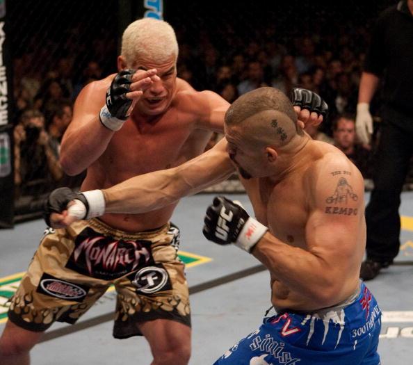 Oscar De La Hoya makes first move into MMA with official