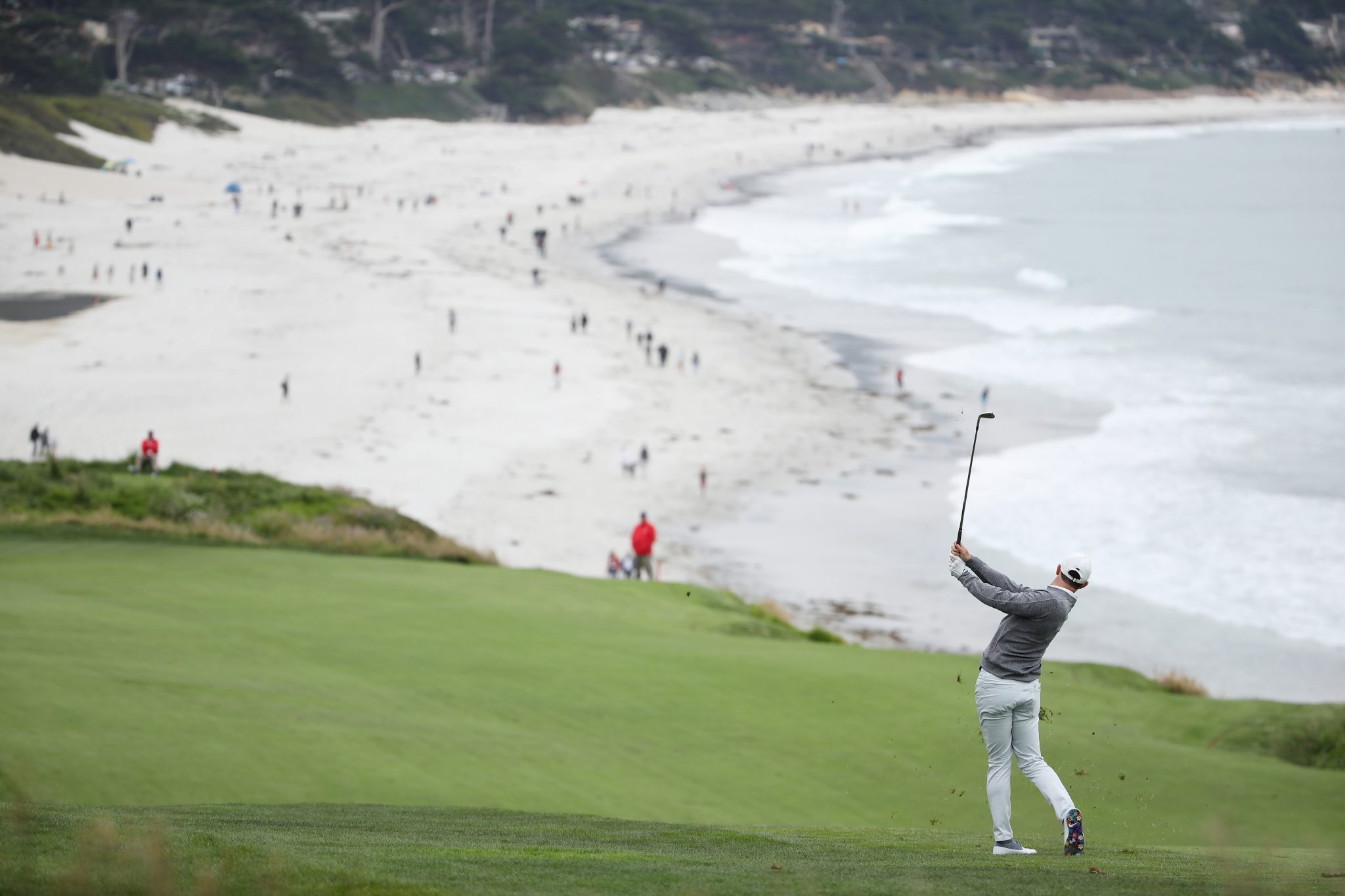 US Open: Rory McIlroy hoping to challenge leaders on final day
